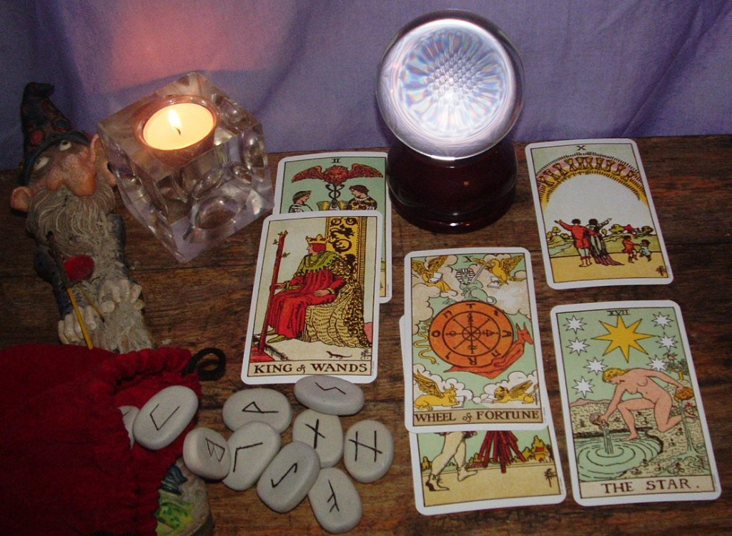 The meaning of Tarot Cards differs based on its set.